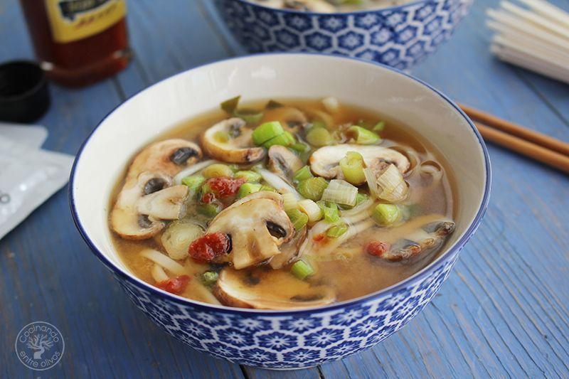 Sopa de miso con fideos udon receta www.cocinandoentreolivos.com (17)