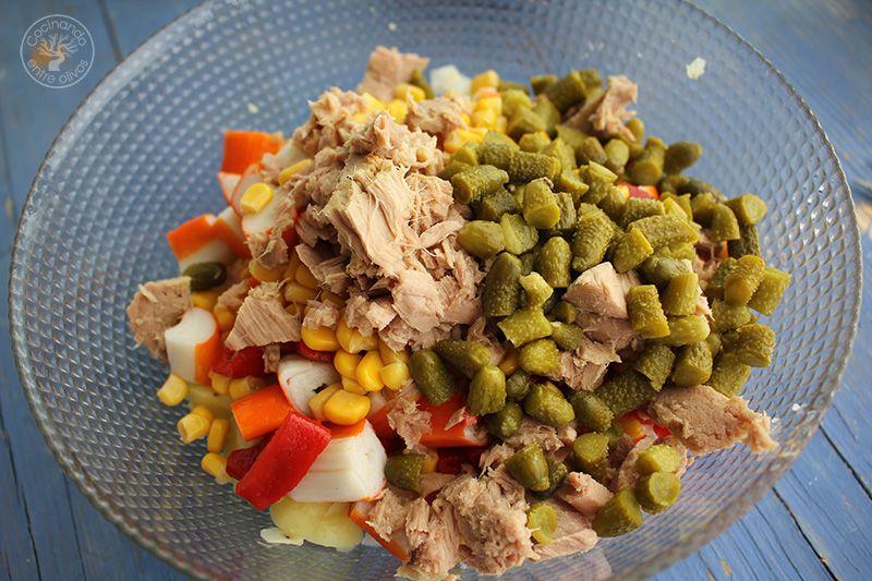 Ensaladilla de patata, palitos de cangrejo, atun y lactonesa (10)