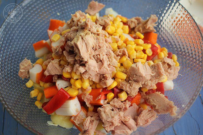 Ensaladilla de patata, palitos de cangrejo, atun y lactonesa (9)