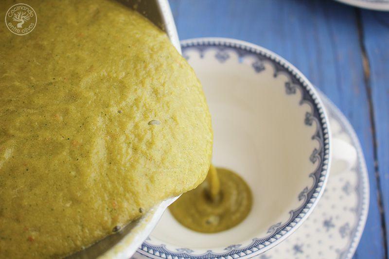 Gazpacho de calabacin con queso www.cocinandoentreolivos.com (10)