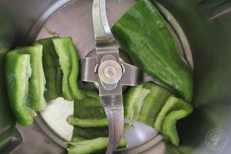 Gazpacho andaluz receta www.cocinandoentreolivos.com (4)