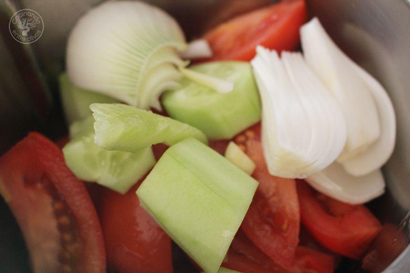 Gazpacho andaluz receta www.cocinandoentreolivos.com (6)