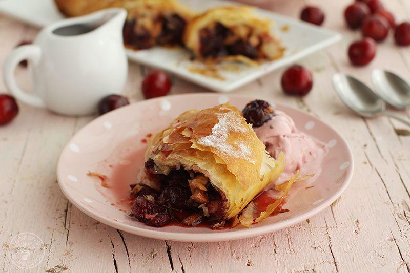 Strudel de cerezas y almendras www.cocinandoentreolivos.com (16)