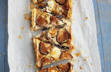 Tarta de hojaldre, brevas y queso de cabra (1)
