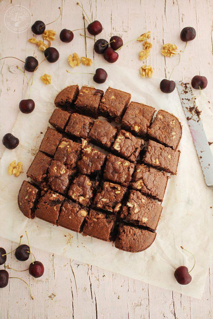 Bizcocho de chocolate a la taza, nueces y cerezas (18)