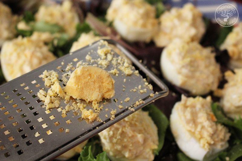 Huevos rellenos de pollo www.cocinandoentreolivos.com (7)