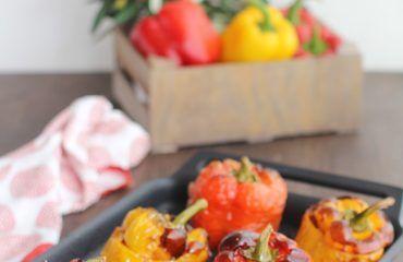 Pimientos rojos y amarillos rellenos de carne (1)