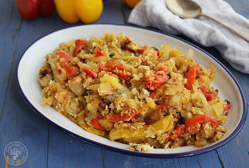 Revuelto de patatas, cebolla y pimientos rojos y amarillos (2)