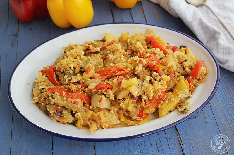 Revuelto de patatas, cebolla y pimientos rojos y amarillos (4)
