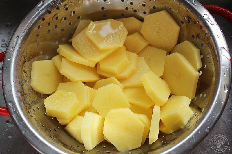 Revuelto de patatas, cebolla y pimientos rojos y amarillos (6)