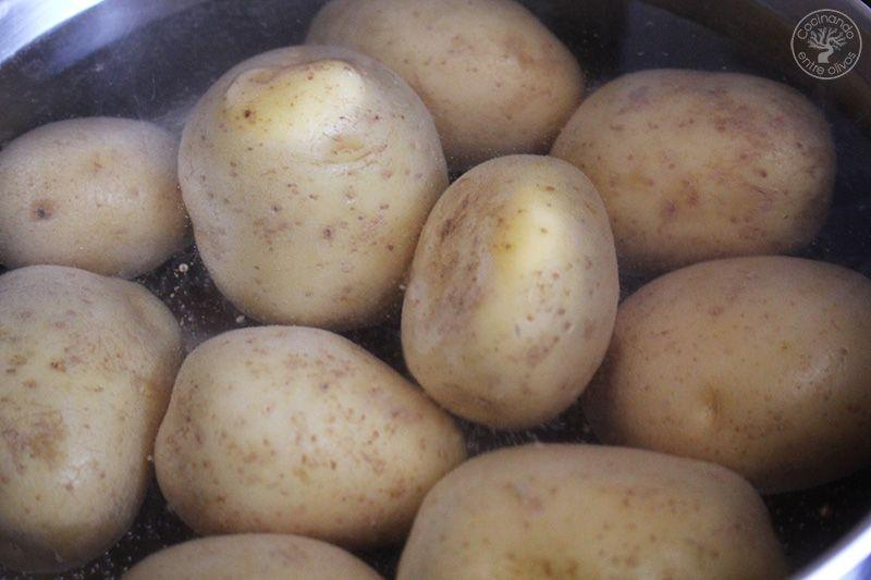 Rollo o Brazo de patatas relleno de atun y tomate (2)