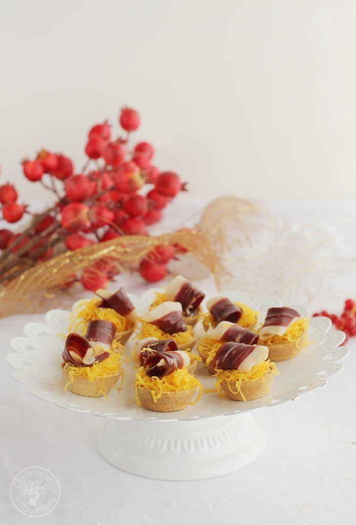 Tartaletas de mousse y jamon de pato con huevo hilado