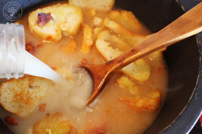 Como hacer sopa de ajo con jamon (9)