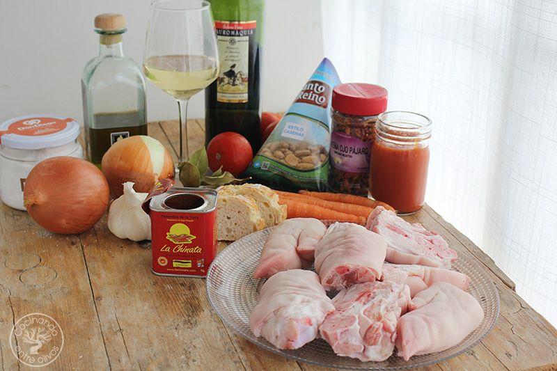 Manitas de cerdo en salsa de almendras (1)