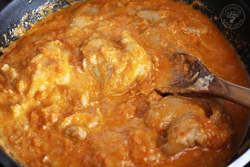 Manitas de cerdo en salsa de almendras (21)