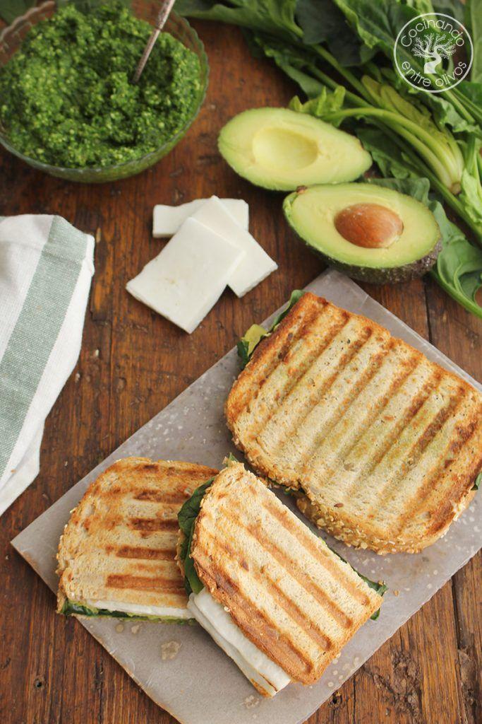 Sandwich de espinacas, aguacate y queso (1)
