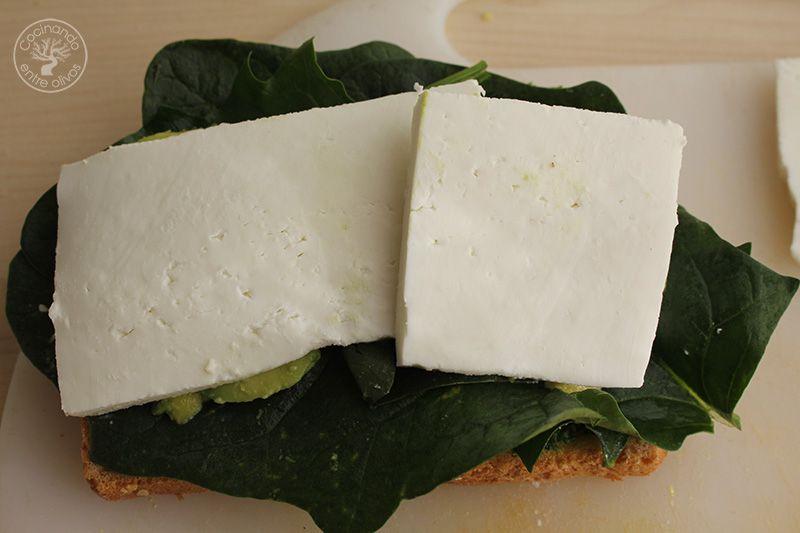 Sandwich de espinacas, aguacate y queso (12)