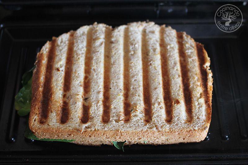 Sandwich de espinacas, aguacate y queso (14)