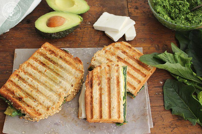 Sandwich de espinacas, aguacate y queso (2)