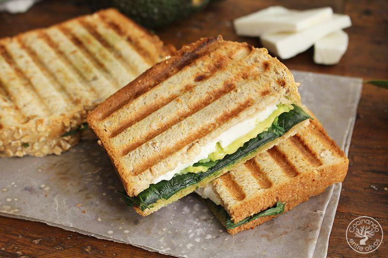 Sandwich de espinacas, aguacate y queso (3)