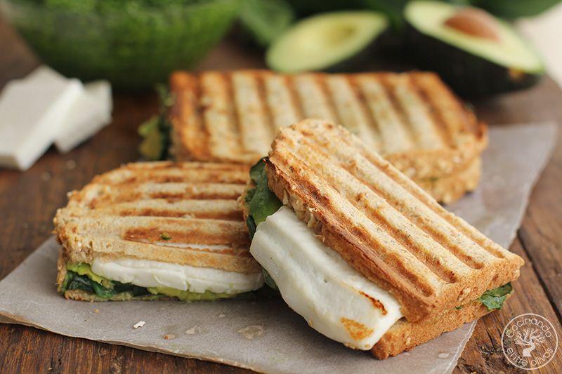 Sandwich de espinacas, aguacate y queso (4)