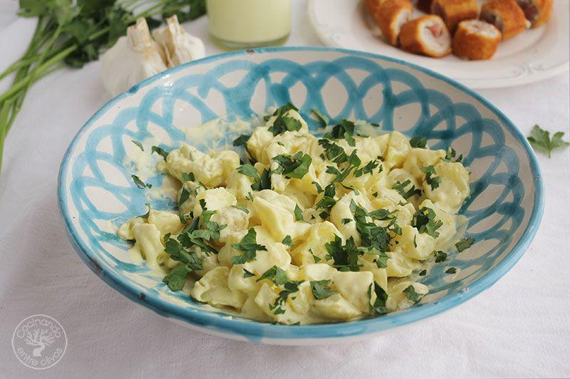 Patatas-con-alioli-de-leche-y-flarrosquin-(1)