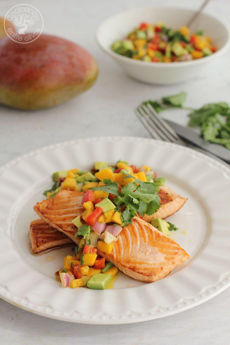 Salmón con picadillo de mango y aguacate receta