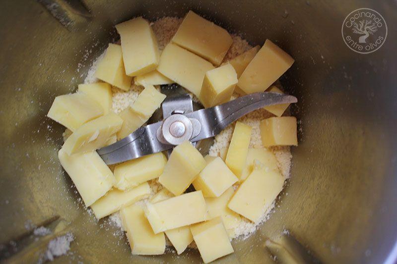 Bola de quesos y granada para untar