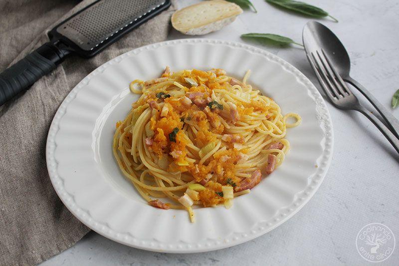 Espaguetis con calabaza y bacón