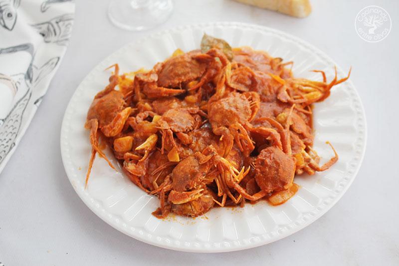 Cangrejos de mar picantes con tomate