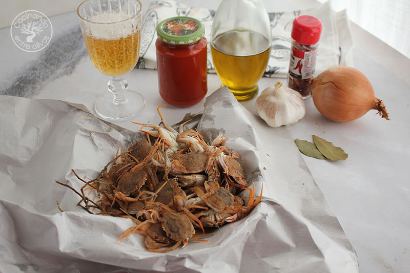 Cangrejos de mar en salsa de tomate picante