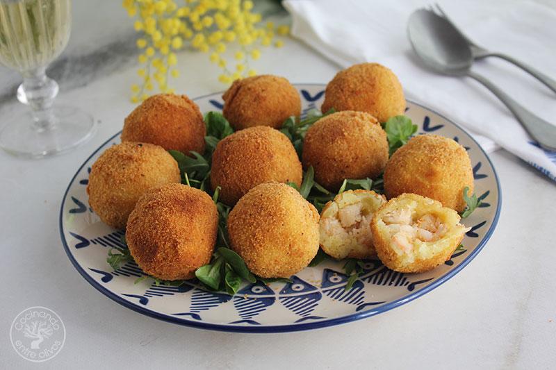 Patatas rellenas de gambas y bacalao