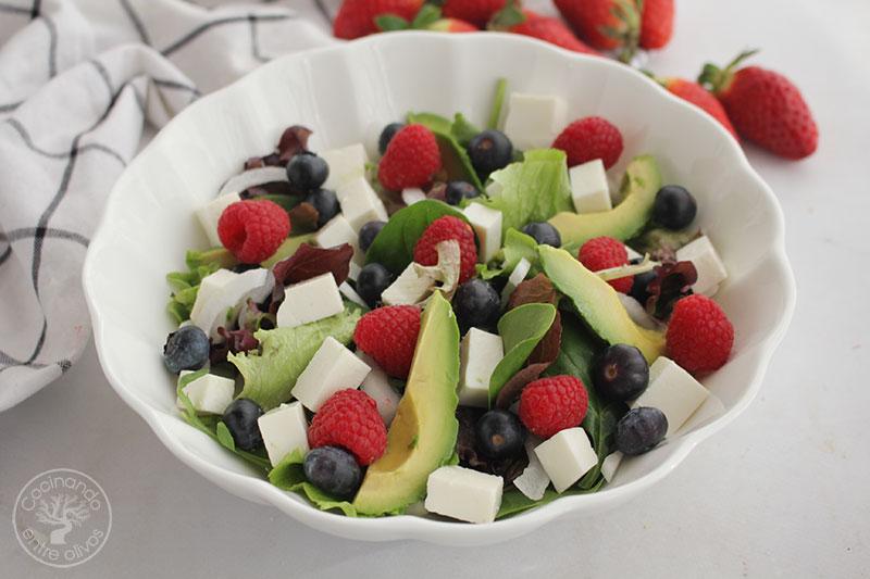 Ensalada con frutos rojos