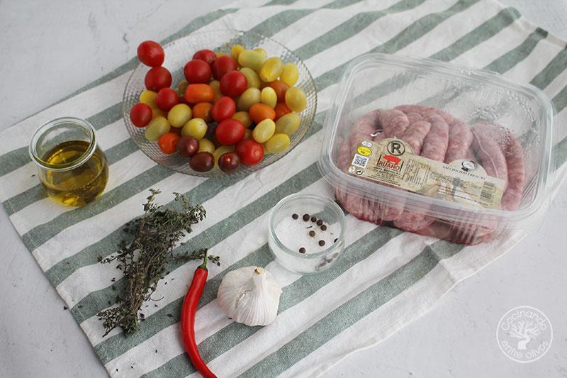 Salchichas frescas al horno con tomates cherry receta