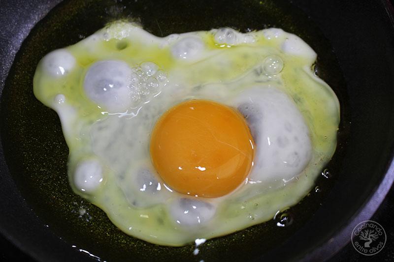 Crema de huevo frito con morcilla