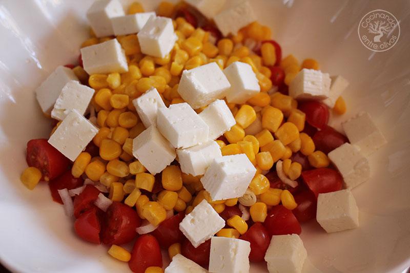 Ensalada de pasta con caballa y queso fresco