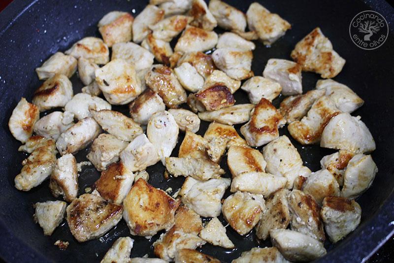 Pollo a la jardinera con puré de patatas
