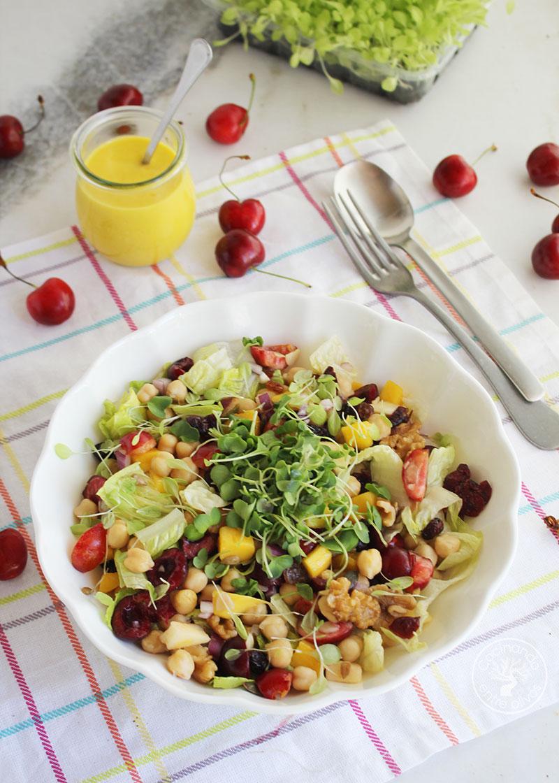 Ensalada de garbanzos con cerezas y vinagreta de mango