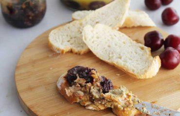Foie gras con cerezas en tarro