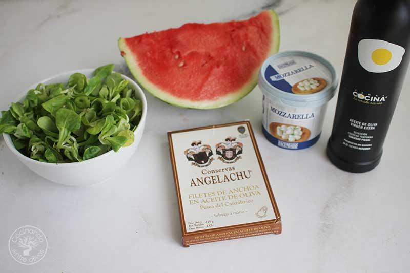 Ensalada de sandia con queso y anchoas