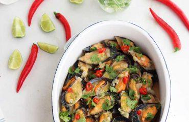Mejillones Thai con curry rojo