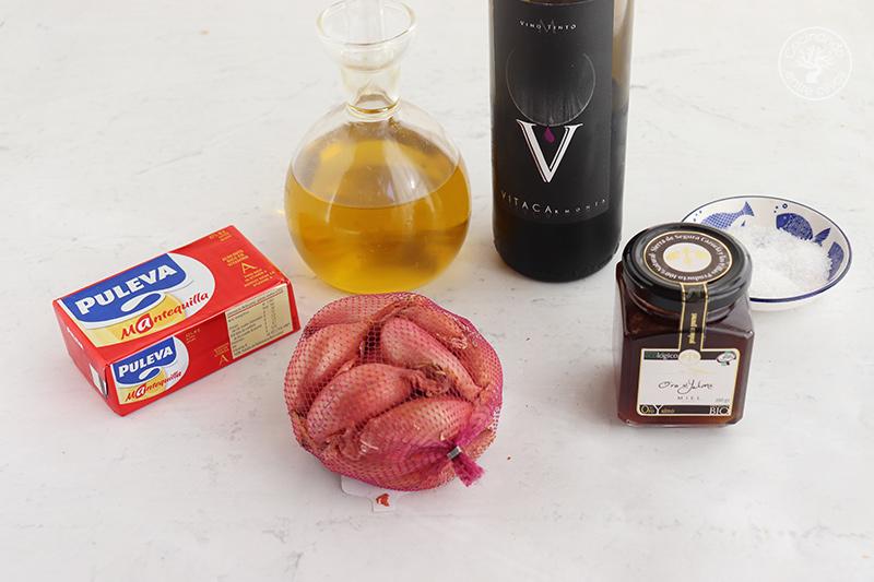Chalotas con vino tinto y miel