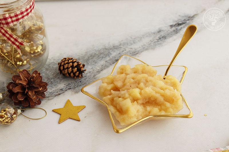 Paletilla de cabrito al horno con miel, patatas y puré de manzana