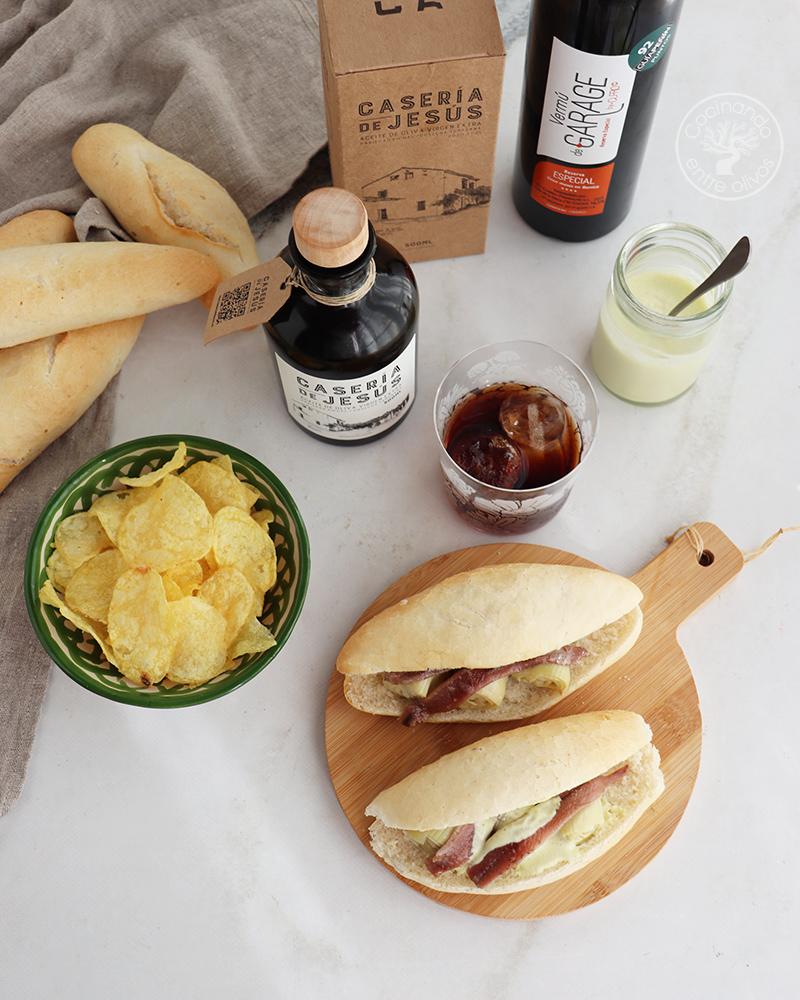 Lío Bocadillo de alcachofas con anchoas y mayonesa