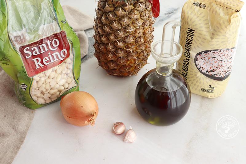 Arroz con piña y cacahuetes