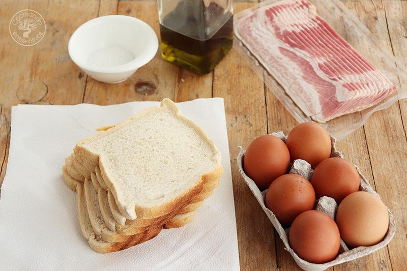 Sándwich de tortilla con bacón y queso