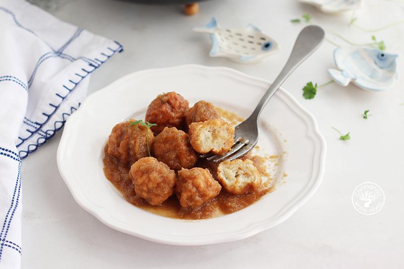 Albóndigas de bacalao con salsa de vino dulce