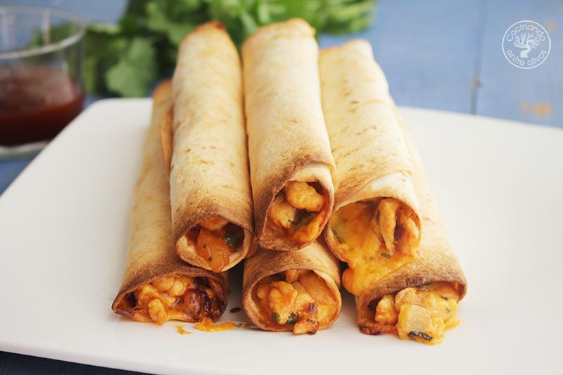 Tacos de pollo con piña y queso