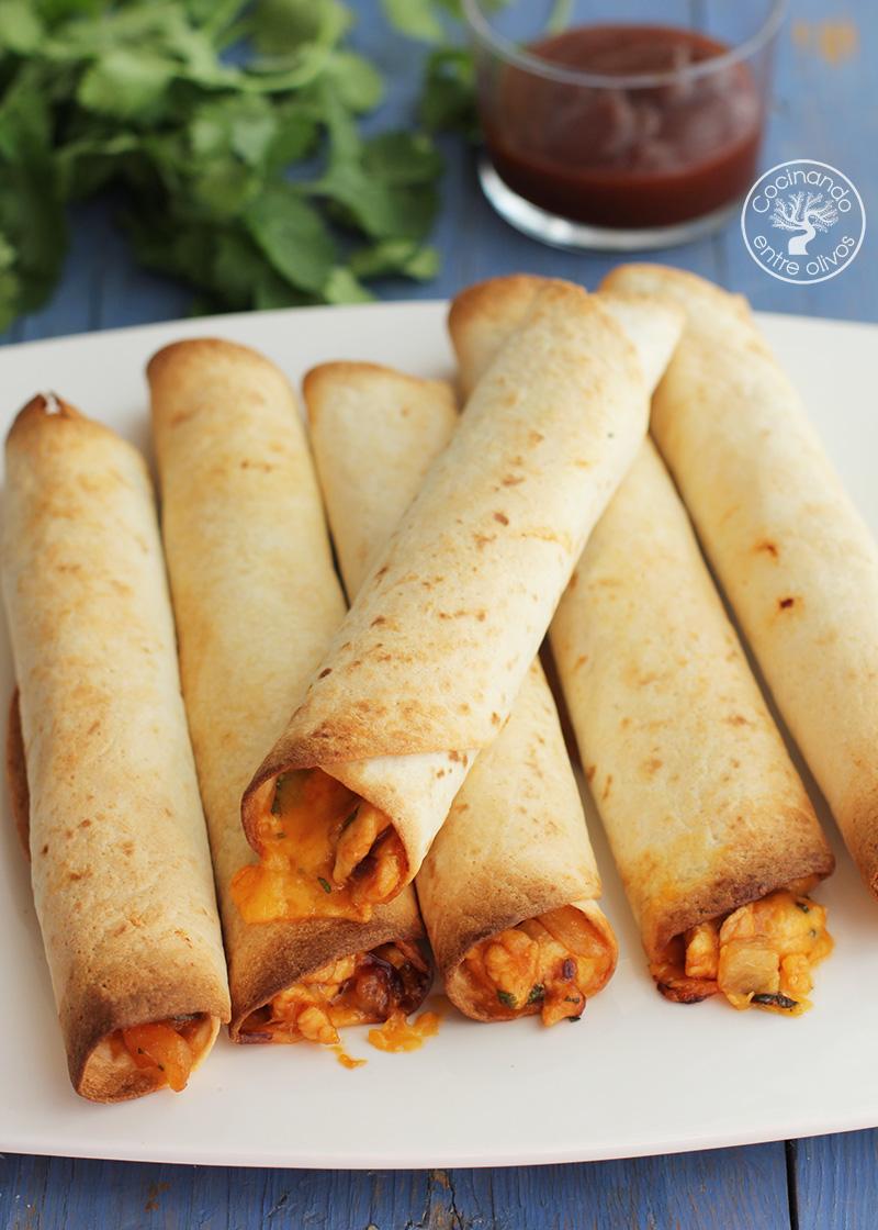 Tacos de pollo con queso y piña