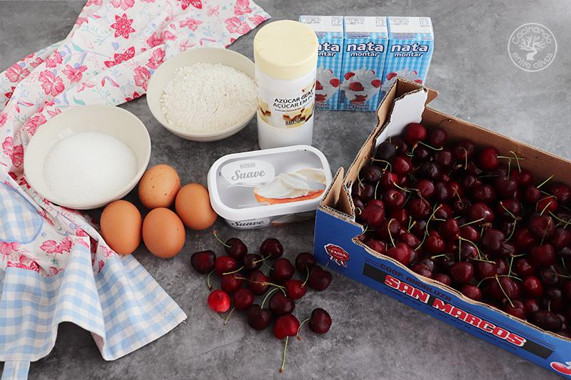 Brazo de gitano de cerezas con nata